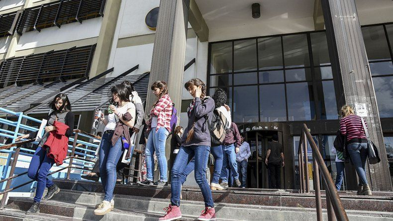La Universidad Nacional de la Patagonia San Juan Bosco no tendrá actividades esta semana por el paro nacional impulsado por CTERA y por el Día Internacional de la Mujer.