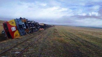 Descarriló y volcó  un tren de YCRT