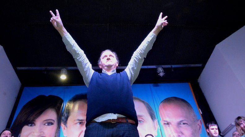 Linares lanza su precandidatura en el Socios Fundadores