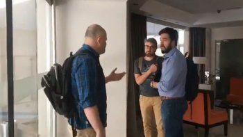 Escracharon a un periodista por su cobertura del caso Maldonado y por carnero