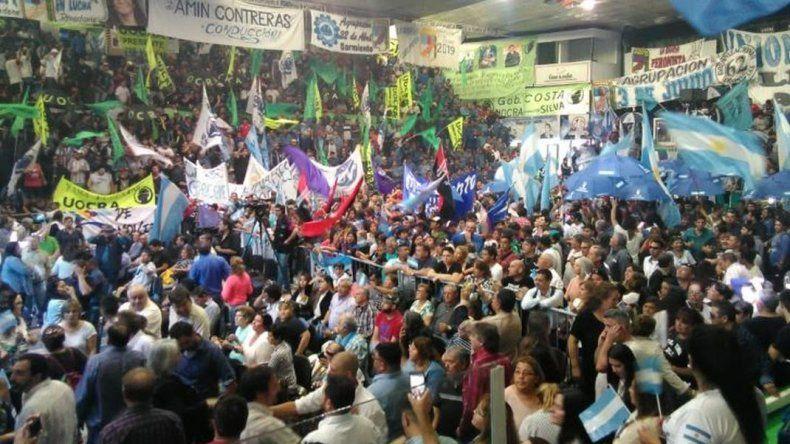Carlos Linares  lanzó su candidatura con un acto multitudinario