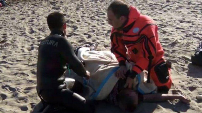 Marcelo Vergezzi y Gustavo Miers se convirtieron ayer en héroes al salvar a un hombre que se ahogaba en la Costanera.