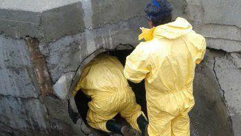 El municipio limpia los pluviales ante el alerta de fuertes lluvias que emitió el Servicio Meteorológico Nacional.