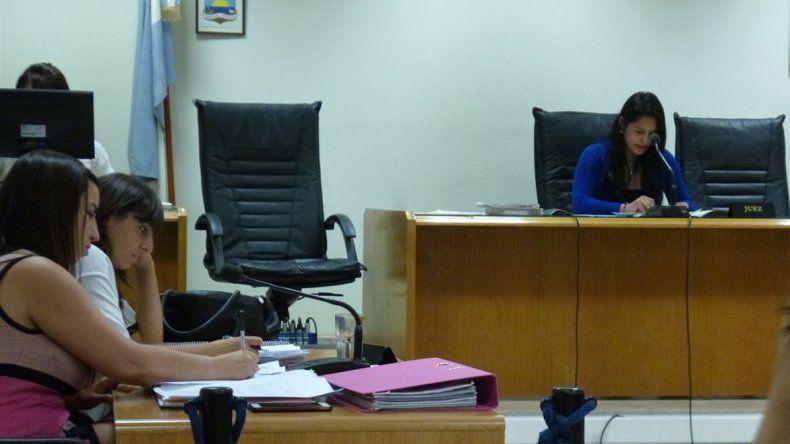 La fiscal María Laura Blanco y la funcionaria fiscal Natalia Gómez presentaron la imputación.