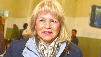 Rosa Muñoz, la diputada que no trabaja gratarola, aprovechó el desmarque de Menna para criticarlo.