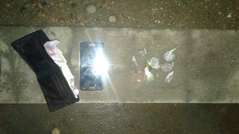 Un menor y una mujer interceptados con 12 gramos de marihuana