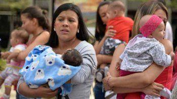 {alttext(,#YoCrioSola: la maternidad en soledad)}