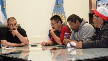 El intendente Facundo Prades recibió en su despacho a un grupo de habitantes del barrio Patagonia, a quienes les anunció que el municipio se encargará de construir la red de gas.