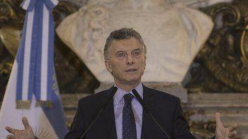 Mauricio Macri sigue deslindando responsabilidades en su padre, muerto el 2 de marzo. Ya no se vanagloria de ser parte del cartel de la obra pública.