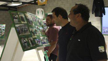 Juan Pablo Luque recorrió la muestra fotográfica de Laprida del Oeste, en el marco del 50º aniversario de la institución.