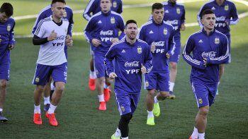 Messi realizó trabajos regenerativos junto al resto de sus compañeros, un día después de anotar tres goles para Barcelona.
