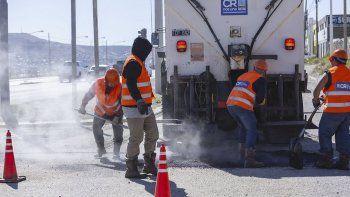 El camión autosustentable posibilitará acelerar la reparación de baches.