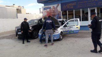 Clausuraron una agencia de autos y secuestraron una camioneta