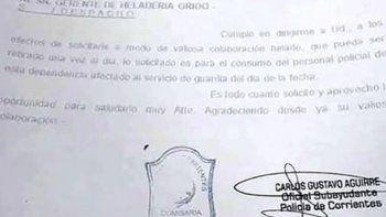 desafectan a un policia que solicito por escrito un kilo gratis de helado por dia