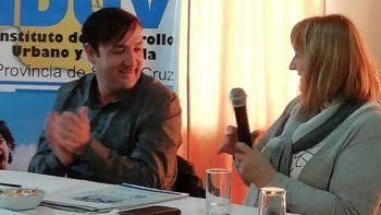 El titular del IDUV, Pablo Grasso, y la presidenta de la comisión de fomento de Jaramillo firmaron varios acuerdos.