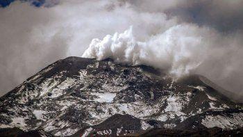 alerta naranja: nevados de chillan registro explosiones