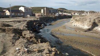 La obra apunta a evitar que los desbordes del arroyo La Mata en épocas de lluvia afecten al barrio Los Arenales.