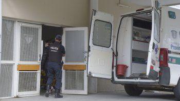 el director de la unidad de gestion  clinica renuncio a su cargo y denuncio  que el hospital no tiene identidad