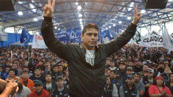 En la asamblea celebrada el viernes el flamante gimnasio polideportivo de Río Gallegos, Claudio Vidal recibió un masivo apoyo de los trabajadores petroleros.