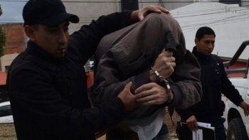 Rubén Martinez pasó la primera noche detenido en la Comisaría Segunda y a las 15.20 de ayer lo transfirieron a la Seccional Cuarta (foto), donde llegó esposado y con dos policías de custodia.