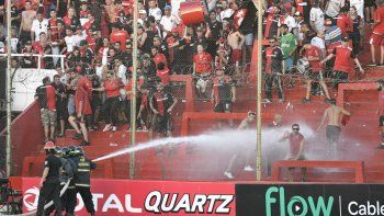 graves incidentes tras la eliminacion de newells en la copa argentina