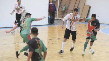 El fútbol de salón oficial de Comodoro Rivadavia continuará con más acción hoy, mañana y también el martes.