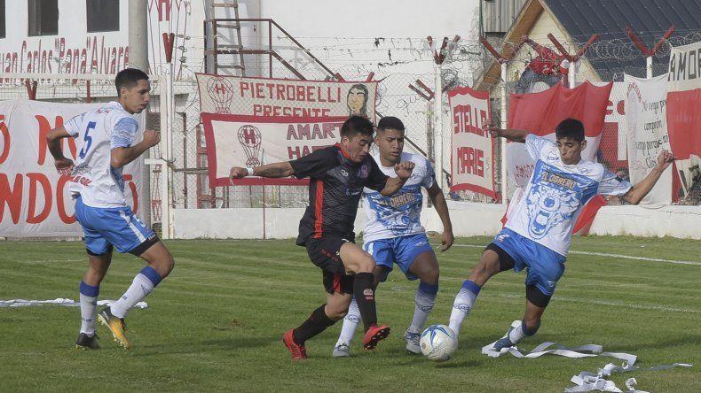 Jorge Newbery le ganó como visitante a Huracán y lo dejó afuera del Regional.