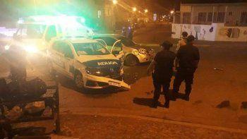 Dos policías heridos tras un choque en el barrio José Fuchs