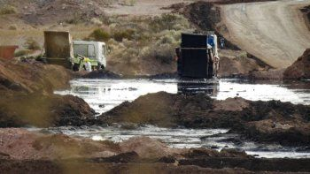Investigan contaminación de subsuelo por los desechos del fracking en Añelo