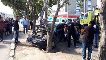 Choque con heridos en peligroso cruce de Avenida Kennedy