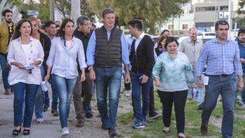 Gustavo Menna cerró su campaña en Comodoro con una caminata en la que lo acompañaron integrantes de su lista.