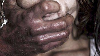 Diez hombres violaron a una adolescente