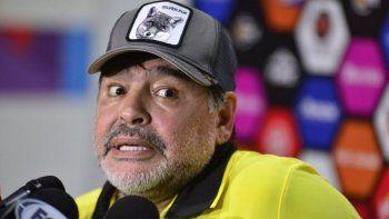 Multaron a Maradona por sus declaraciones a favor de Maduro