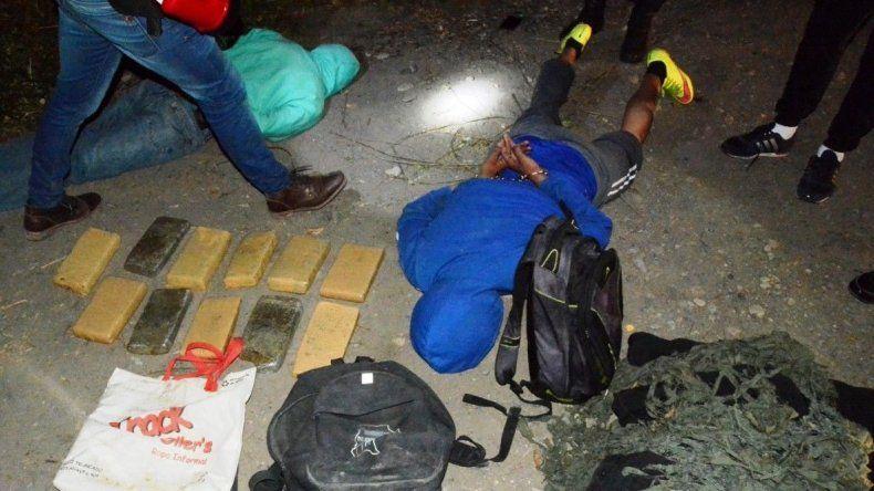 Junto a dos de los tres narcos detenidos en un paso fronterizo no habilitado