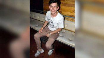 mato a un adolescente para robarle las zapatillas y las publico en facebook