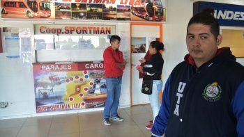 Al igual que en otras terminales de colectivos de media y larga distancia, en Caleta Olivia se registra una retención de servicios del personal de la cooperativa de transportes Sportman.