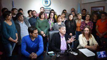 El intendente de Lago Puelo vive días complicados por su pasado como funcionario de la dictadura.