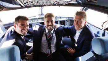 radatilense comando el primer vuelo de jetsmart que inauguro macri