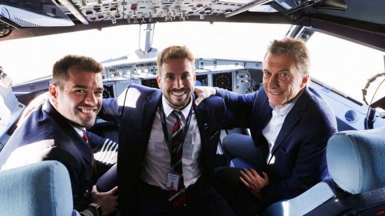 Radatilense comandó el primer vuelo de JetSMART que inauguró Macri
