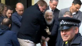 detuvieron a julian assange