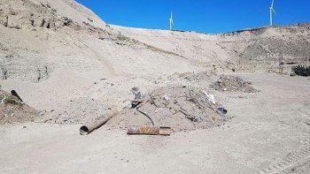Tiraron escombros y basura en el estacionamiento de Calafate Rugby