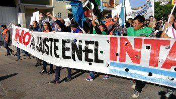 Trabajadores del INTA marcharon contra el recorte de Nación