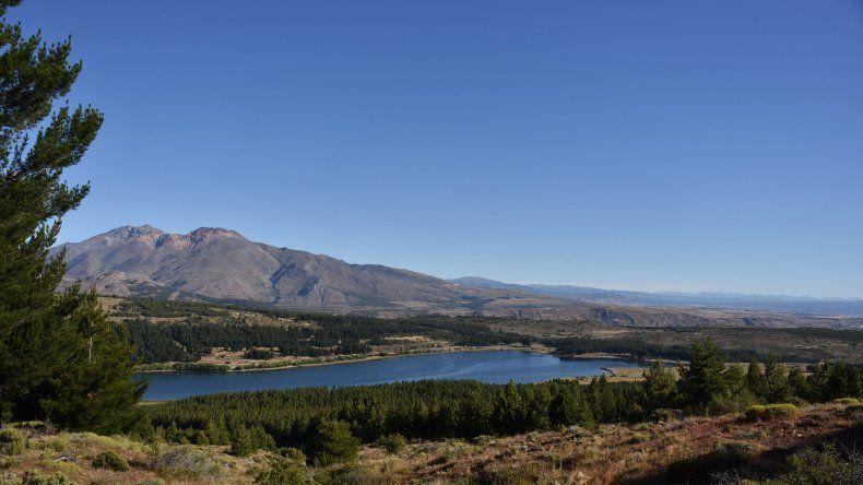 Triatlón Laguna La Zeta conjuga deporte y turismo en una gran reserva natural