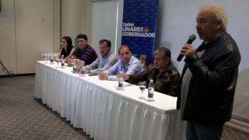 La conferencia de prensa que Carlos Linares brindó junto a quienes fueron sus oponentes en las PASO.