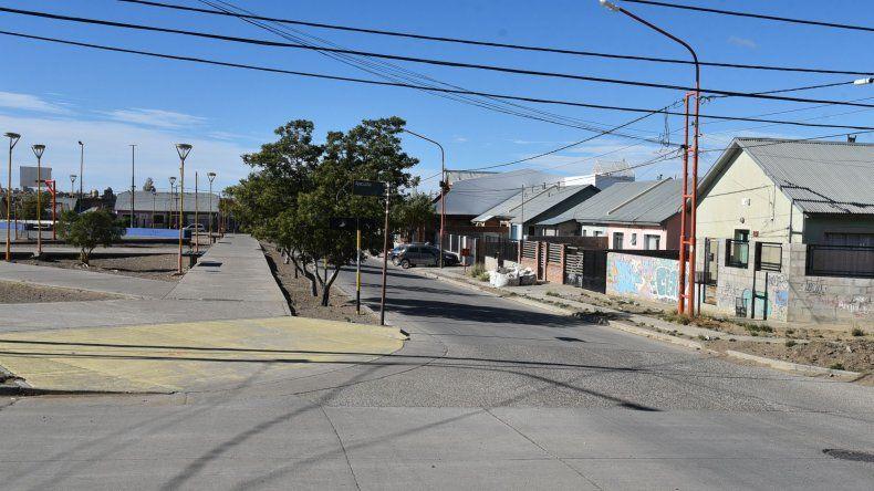 El asalto se produjo de madrugada en una de las esquinas de la plaza del barrio Rotary 23.