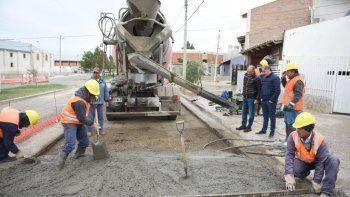 reconstruyen la calzada en barrios de zona sur