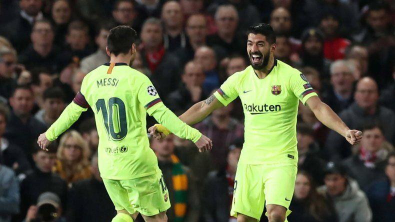 Lionel Messi en un festejo con Luis Suárez.