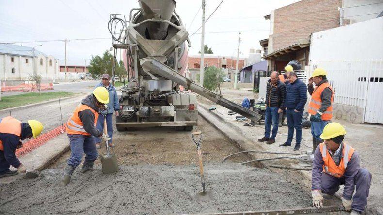 El intendente recorrió obras que se realizan con presupuesto municipal.