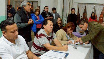 En la reunión de vecinos que se realizó en el barrio Rotary 23 también participaron un diputado, dos concejales y funcionarios de la empresa Servicios Públicos.