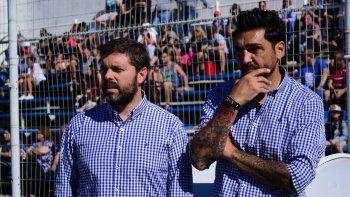 Nicolás Segura –en la foto junto al otro DT de la dupla Andrés Silvera- vaticina una cerrada definición entre la CAI y Racing de Trelew, por los cuartos de final del Regional.